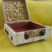 תיבת תכשיטים אבני ירושלים בעיצוב רומנטי גודל בינוני. 80 שח
